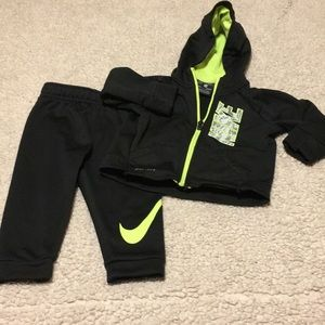 Nike 2 Piece Active Jog/Sweatsuit Size 18 Months